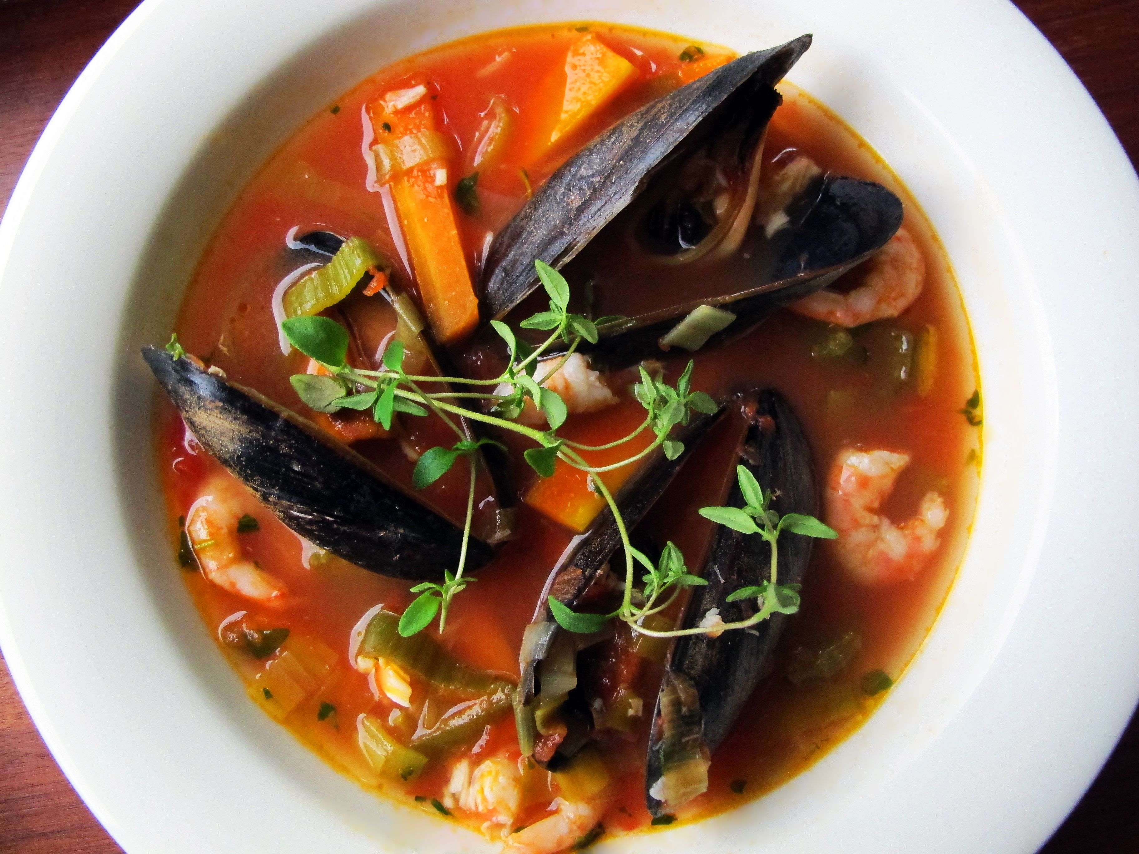 Fish soup with tomato and thyme semiswede for Fish broth soup