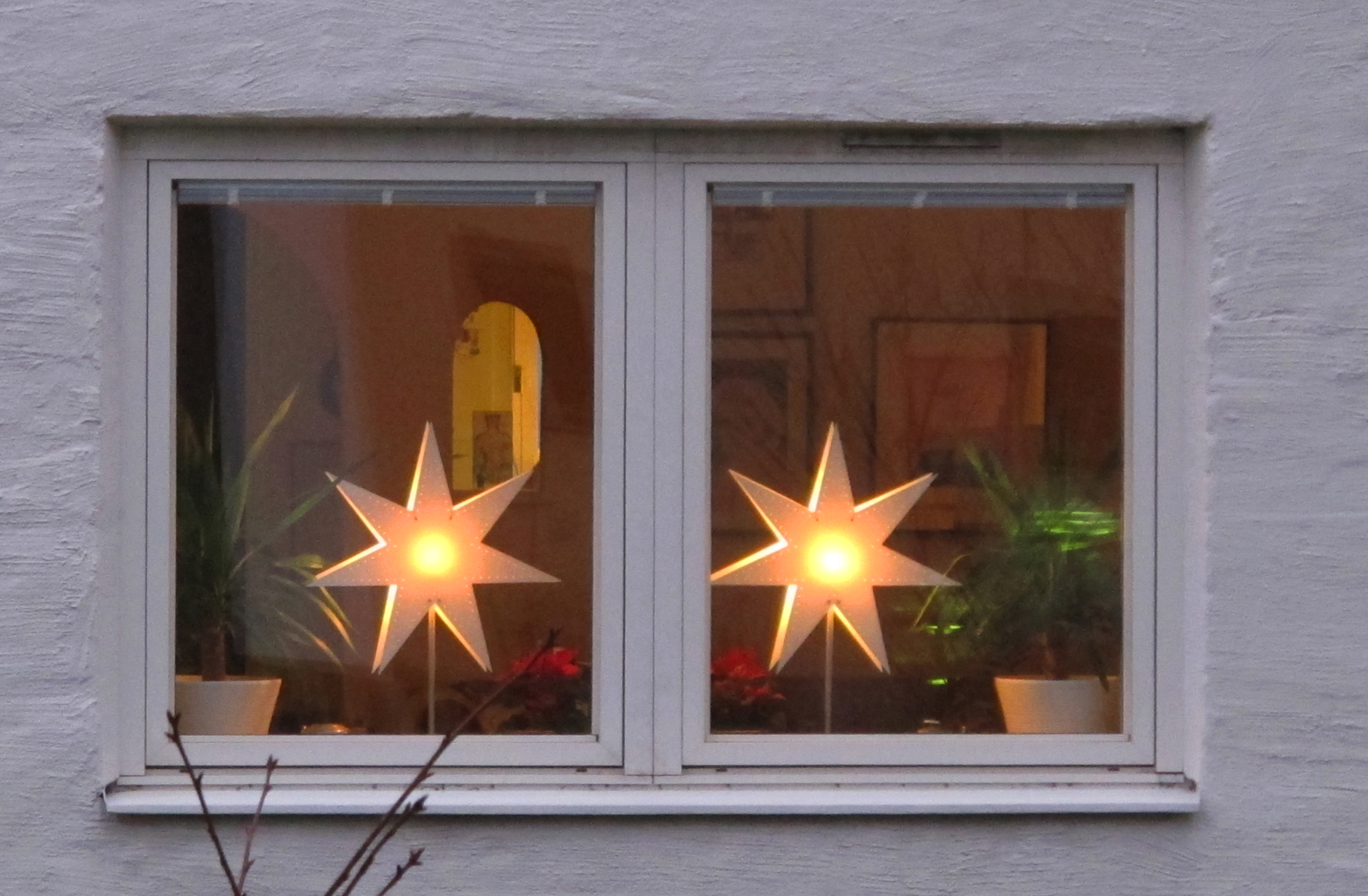 Bringing light to the dark semiswede for Christmas home window decorations ideas