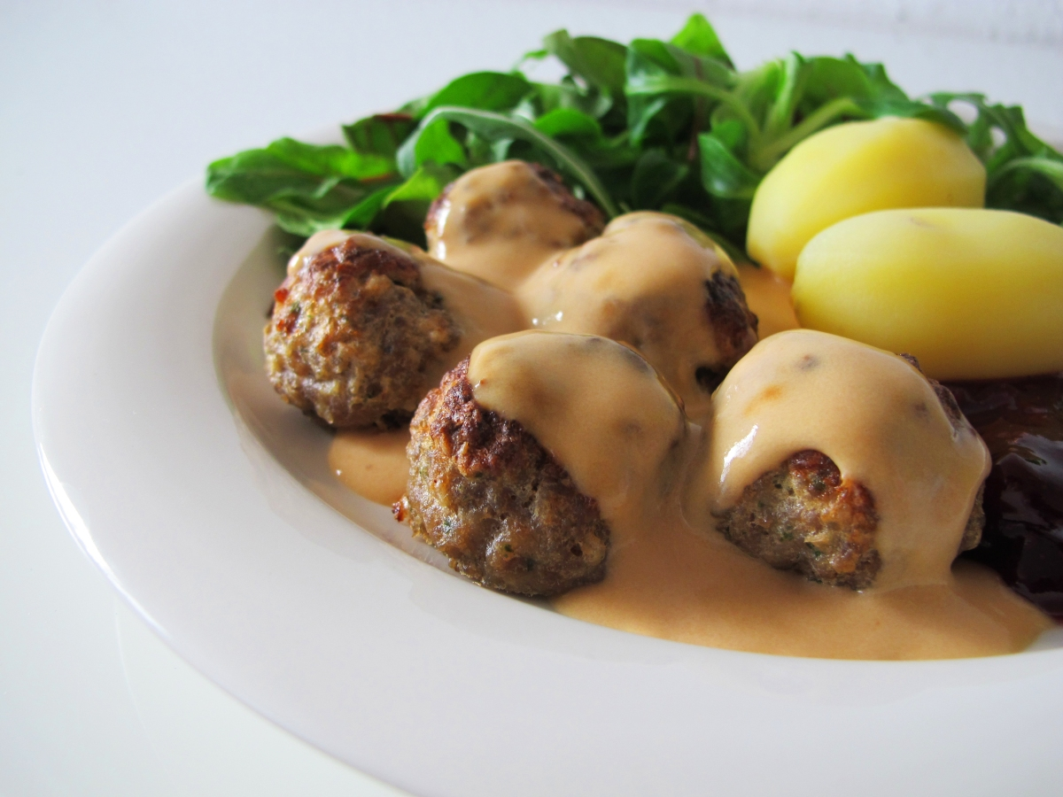 Swedish Meatballs made from scratch that are so juicy and tender your jaw will drop in amazement bathed in a rich, creamy, dreamy gravy that tastes X better than the Ikea version! Swedish Meatballs are the ultimate comfort food and possibly the best meatballs you .